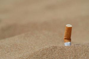 Grafica e Formazione - Francesca Gallesio - Fotografia Sigaretta nella Sabbia